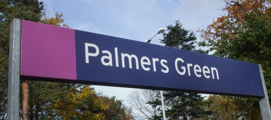 Palmers_Green_stn_signage